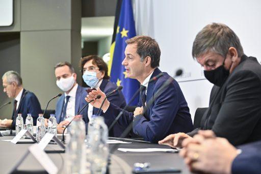 'Un confinement sur base volontaire': le décalage entre experts et politiques se creuse