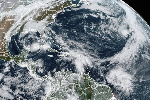 Stormen Eta, Theta en Iota in één beeld