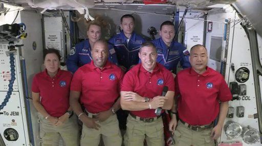 SpaceX zet vier astronauten veilig af aan het ISS