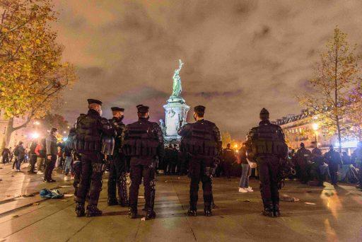 Un compte Twitter belge propose de diffuser des images de violences policières pour contourner la loi française
