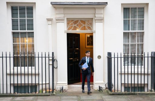 Historische economische krimp dwingt VK om bijna 400 miljard pond te lenen