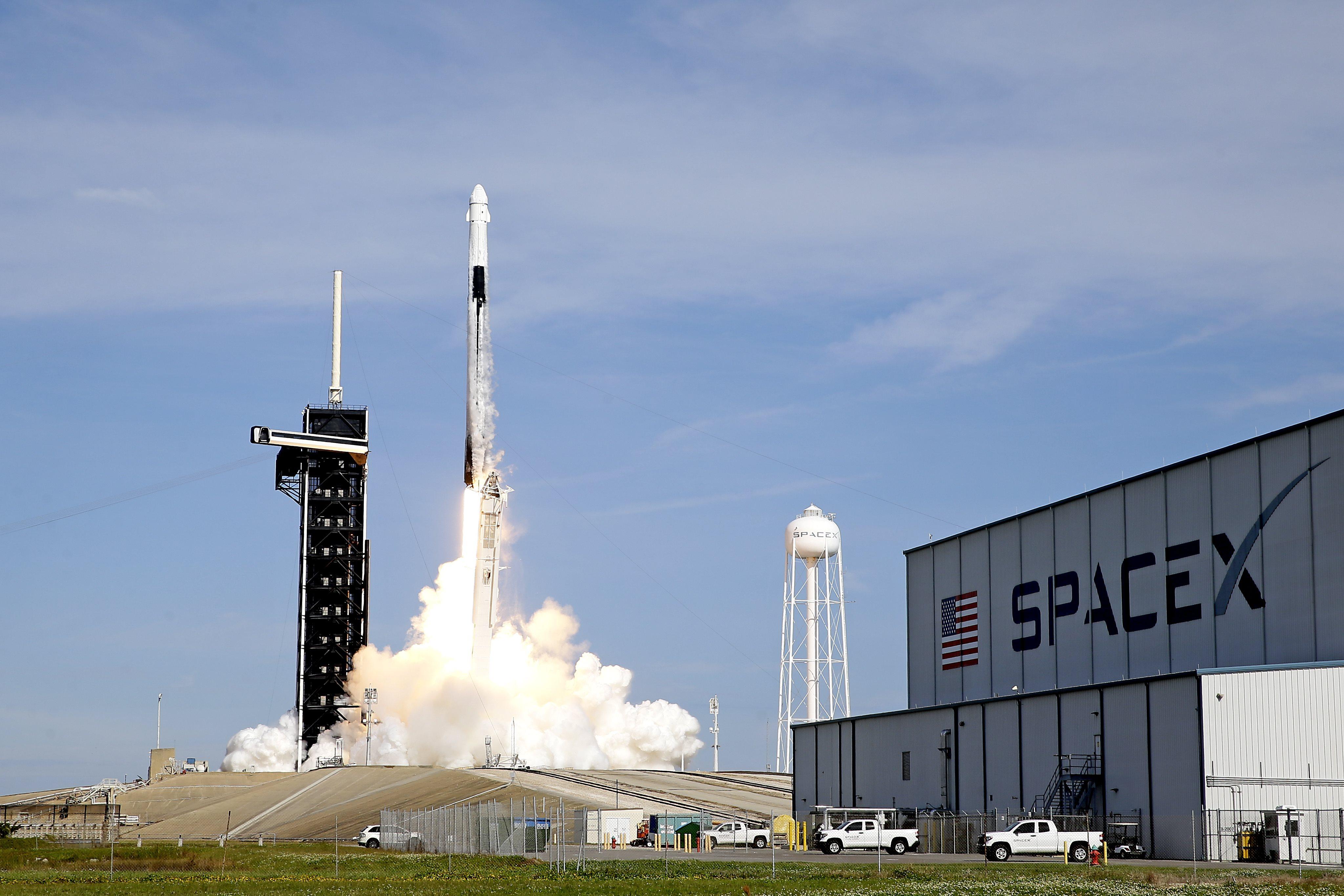 Voici comment gagner ta place à bord d'une fusée SpaceX - newsmonkey FR