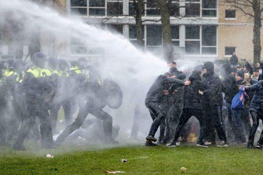 Nederland komt in opstand tegen avondklok