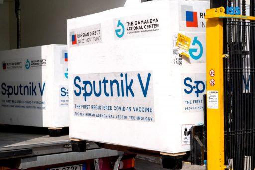 Arrivée massive de vaccins russes et chinois, tripartite Israël-Danemark-Autriche: la solidarité vaccinale européenne vole en éclats