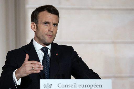 Macron annonce l'arrivée d'un 'pass sanitaire', mais refuse tout 'passeport vaccinal': quelles différences ?