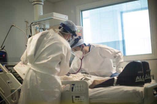 Coronacijfers: Aantal ziekenhuisopnames daalt licht