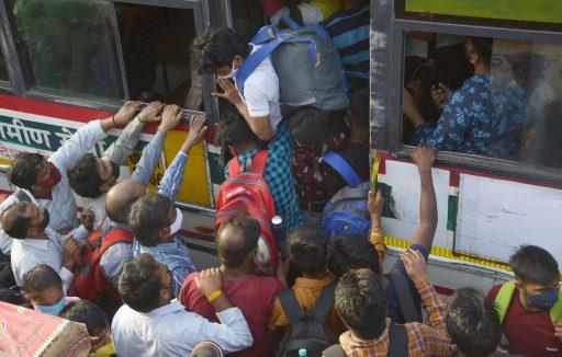 Zorgwekkend voor hele wereld: India stevent af op half miljoen besmettingen per dag door nieuwe coronavariant