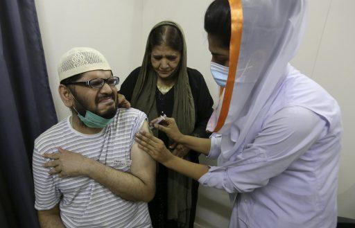 Mobiele telefoonservice geblokkeerd van wie zich niet laat prikken als oplossing voor vaccinscepsis