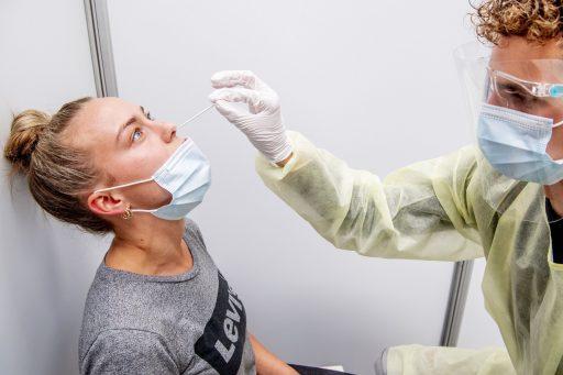 Steeds meer gevaccineerde mensen zullen nu onvermijdelijk besmet raken. Maar geen paniek. Dit is waarom