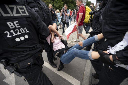 Coronarellen in Duitsland de kop ingedrukt door agressief optreden van politie: 600 arrestaties en 1 dode