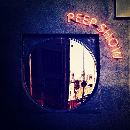 Vlaams theater in Amsterdam experimenteert met peepshowhokjes: 'Coronaproof'
