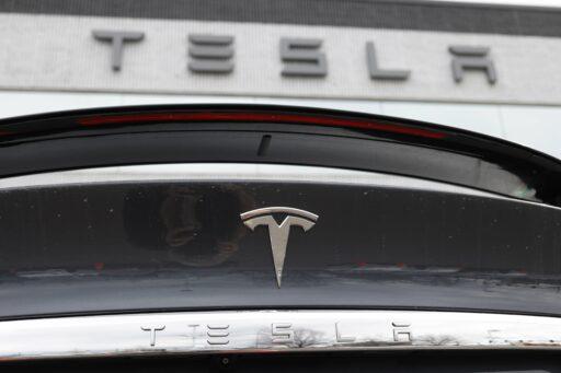 Tesla maakt meer auto's dan verwacht, in volle coronacrisis