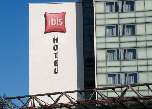 Hotelgroep Accor (Ibis, Novotel) moet verlies van ruim 1 miljard euro slikken