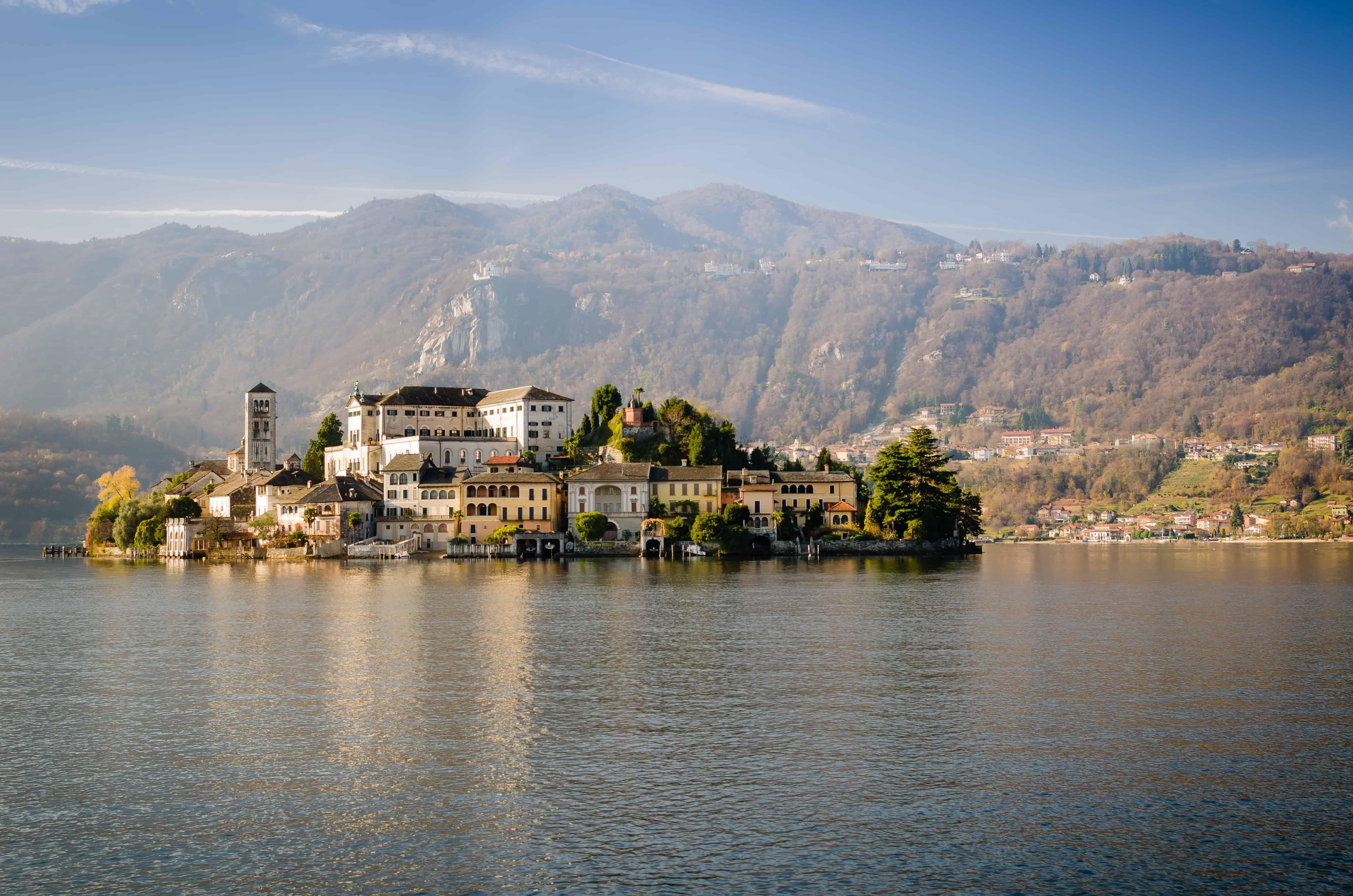 Une île dans un lac: Isola San Guilio.
