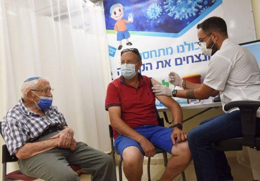 Israël gestart met toedienen derde prik: tienduizenden 60-plussers meteen kandidaat