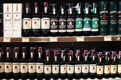 Pernod Ricard ziet voorzichtige tekenen van herstel