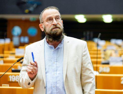 Hongaars europarlementariër neemt ontslag na seksfeestje in Brussel
