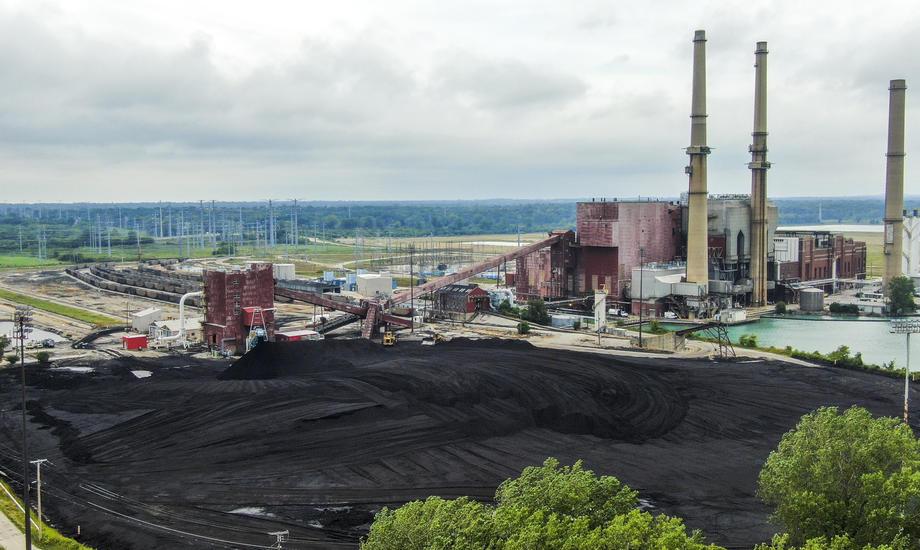 China bouwt steeds meer kolencentrales, terwijl het aantal globaal afneemt.