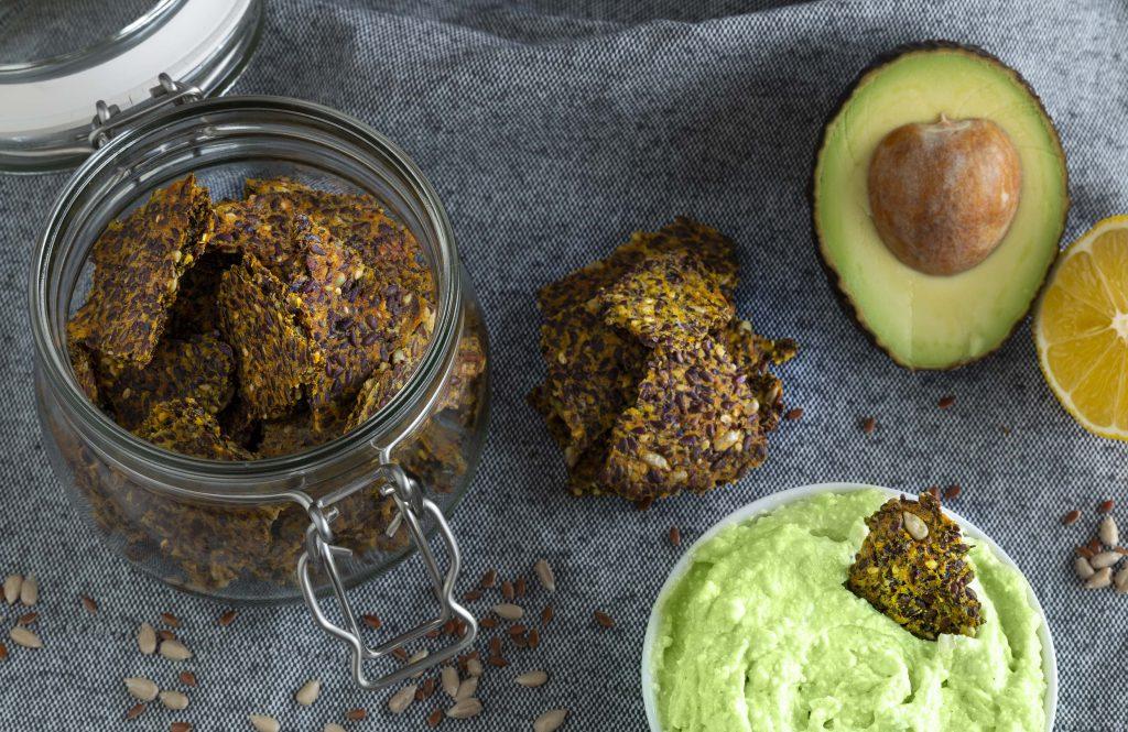 RECEPT Lijnzaadcrackers met avocadodip