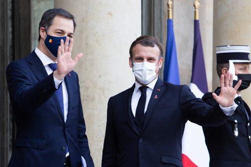 Emmanuel Macron annonce 'une première campagne de vaccination très ciblée'