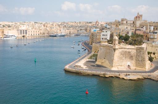 Europese Commissie wil komaf maken met 'gouden paspoorten' van Cyprus en Malta