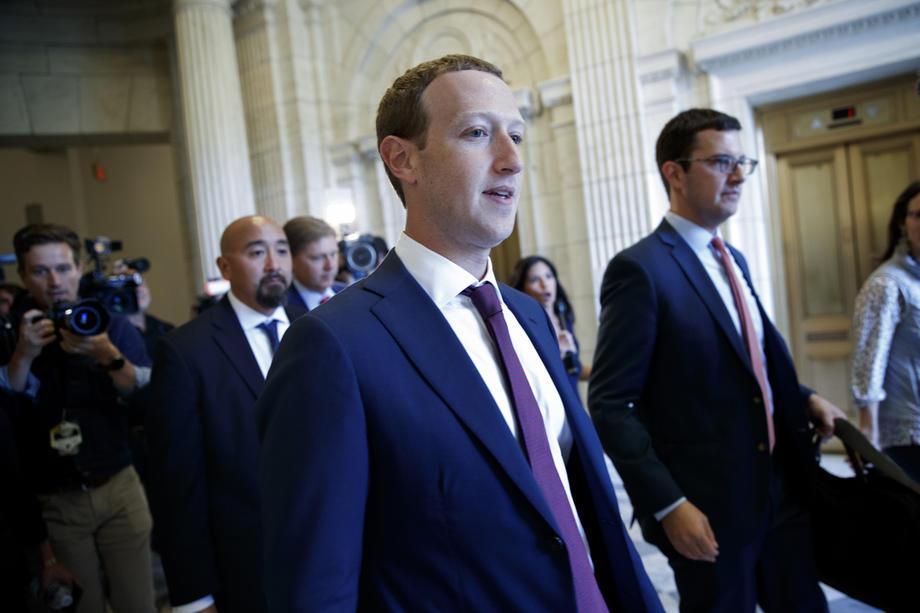 Entre liberté d'expression totale ou censure partielle des dirigeants politiques, les réseaux sociaux sont mis en cause dans leur rôle de désinformation.