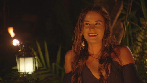 Megan Temptation Island kampvuur