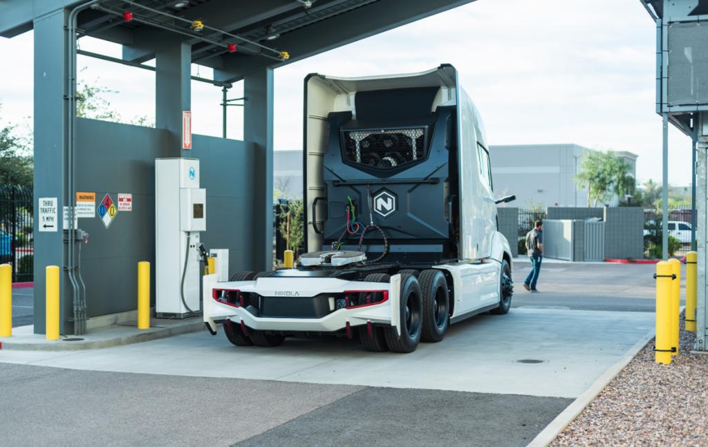 Business AM: Nikola wil Europees netwerk laadstations voor vrachtwagens op waterstof.