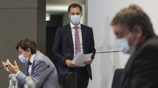 Overlegcomité: mondmaskers verdwijnen binnenkort zo goed als overal; nachtclubs mogen weer open