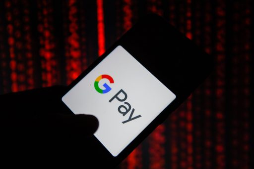 Google frappe fort dans la fintech: des comptes bancaires numériques sur son appli Pay dès 2021