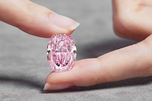 Zeldzame paars-roze diamant onder de hamer voor 38 miljoen dollar