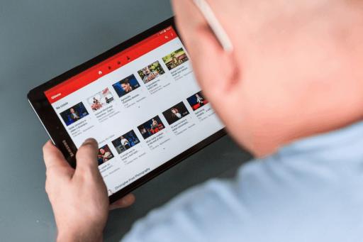 YouTube délaisse un peu les algorithmes et rappelle de véritables modérateurs