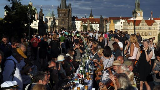 Tsjechië viert einde corona met officieel feest met meer dan 1.000 aanwezigen in Praag