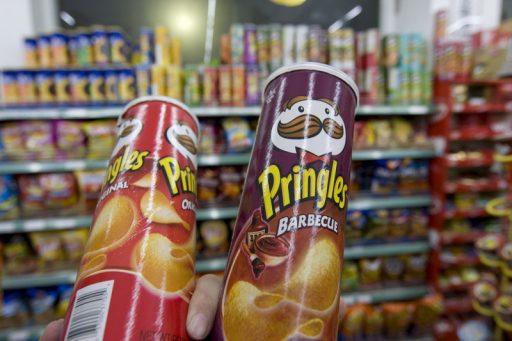 Longtemps pointé comme 'l'ennemi du recyclage', Pringles va modifier son fameux tube