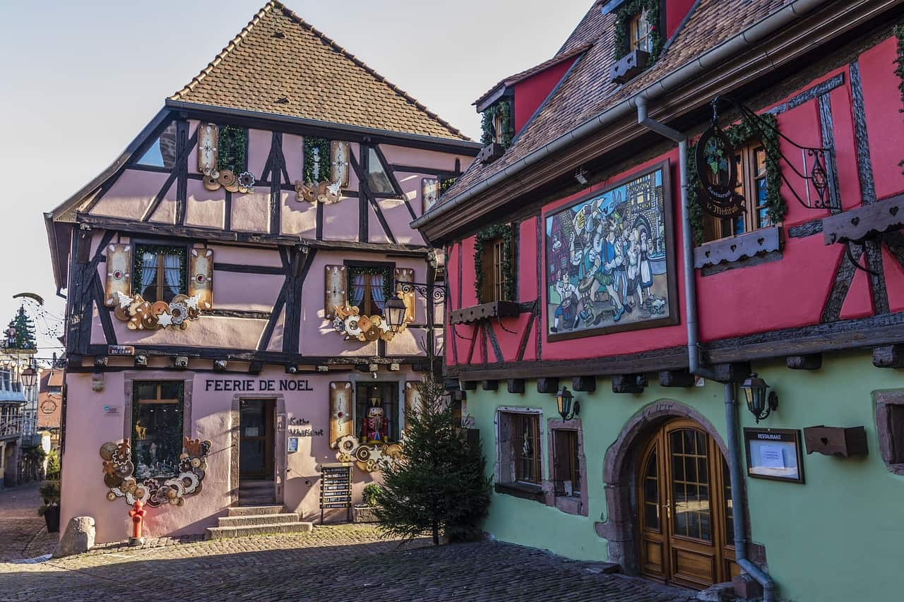 Kleurrijke huizen in Riquewihr, een van de mooiste dorpen van Frankrijk.