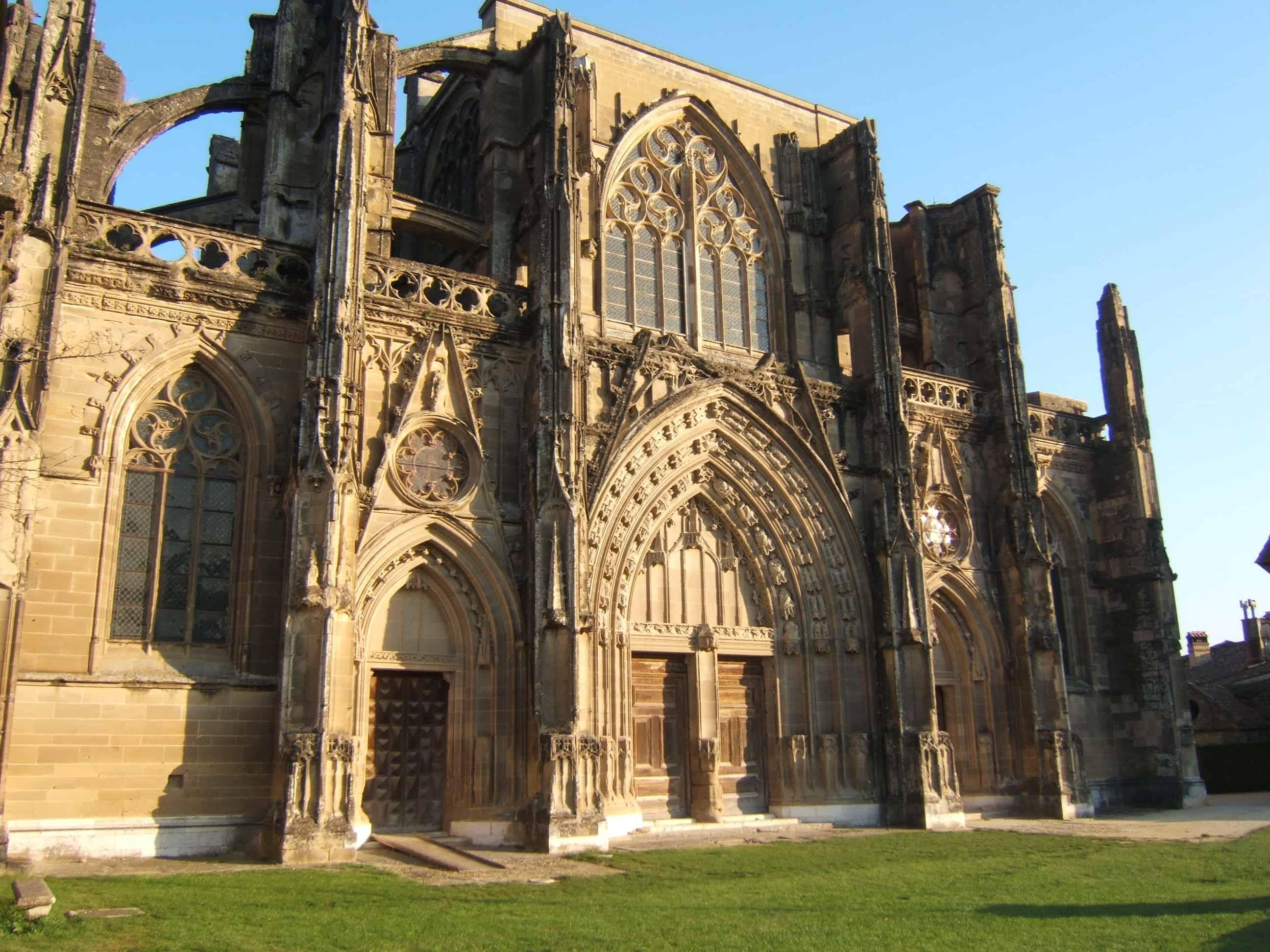 De abdij van Saint-Antoine-l'Abbaye.