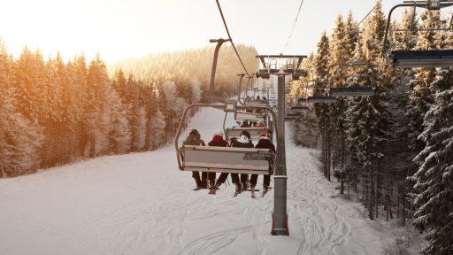 Opnieuw zwarte sneeuw voor Franse skigebieden: 'Skiliften blijven gesloten'