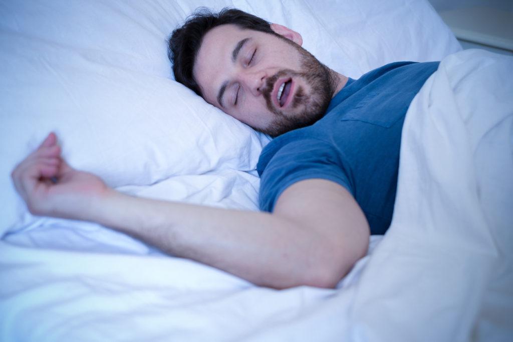 Slaapapneu: symptomen, gevolgen en behandeling