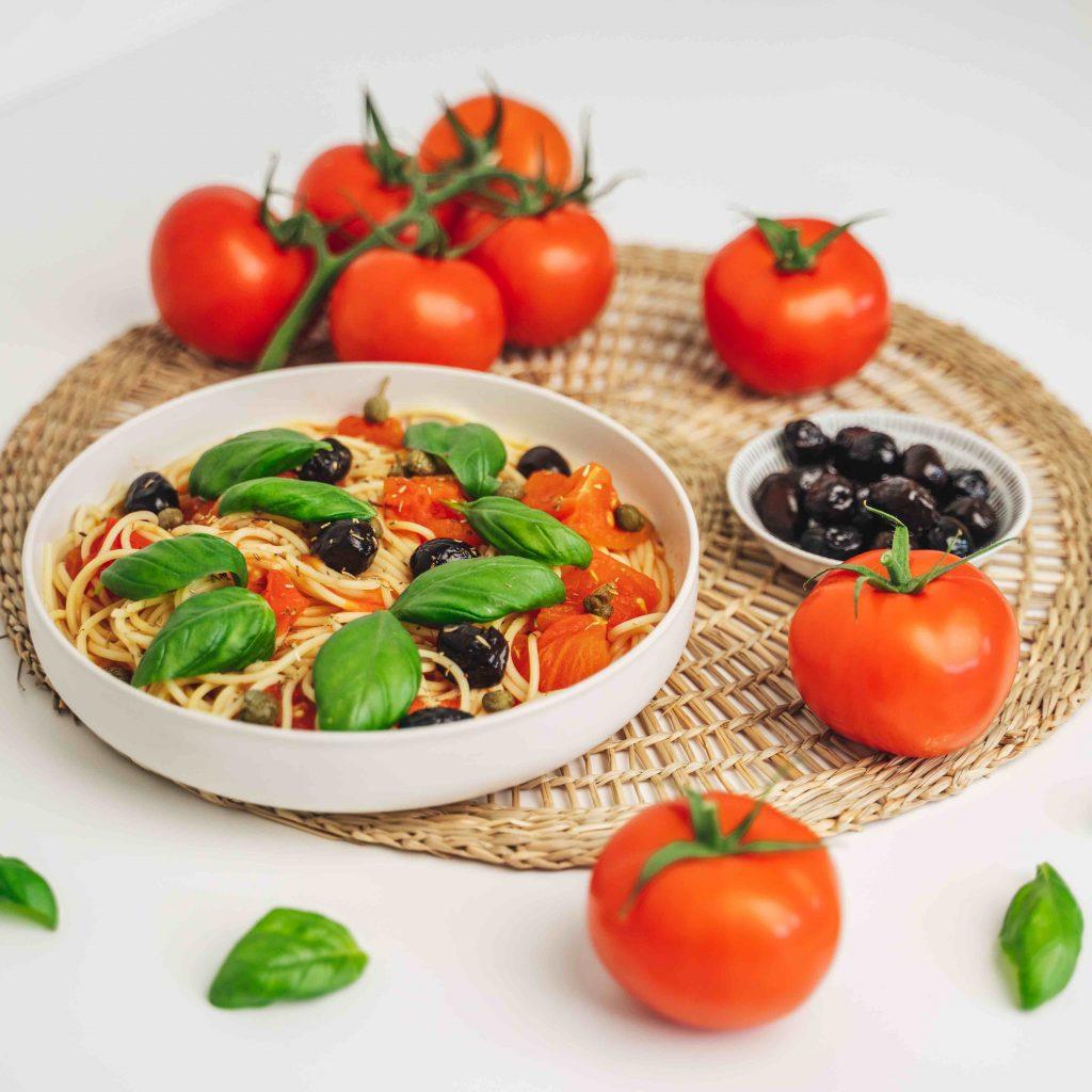 RECEPT Snelle pasta puttanesca met trostomaat