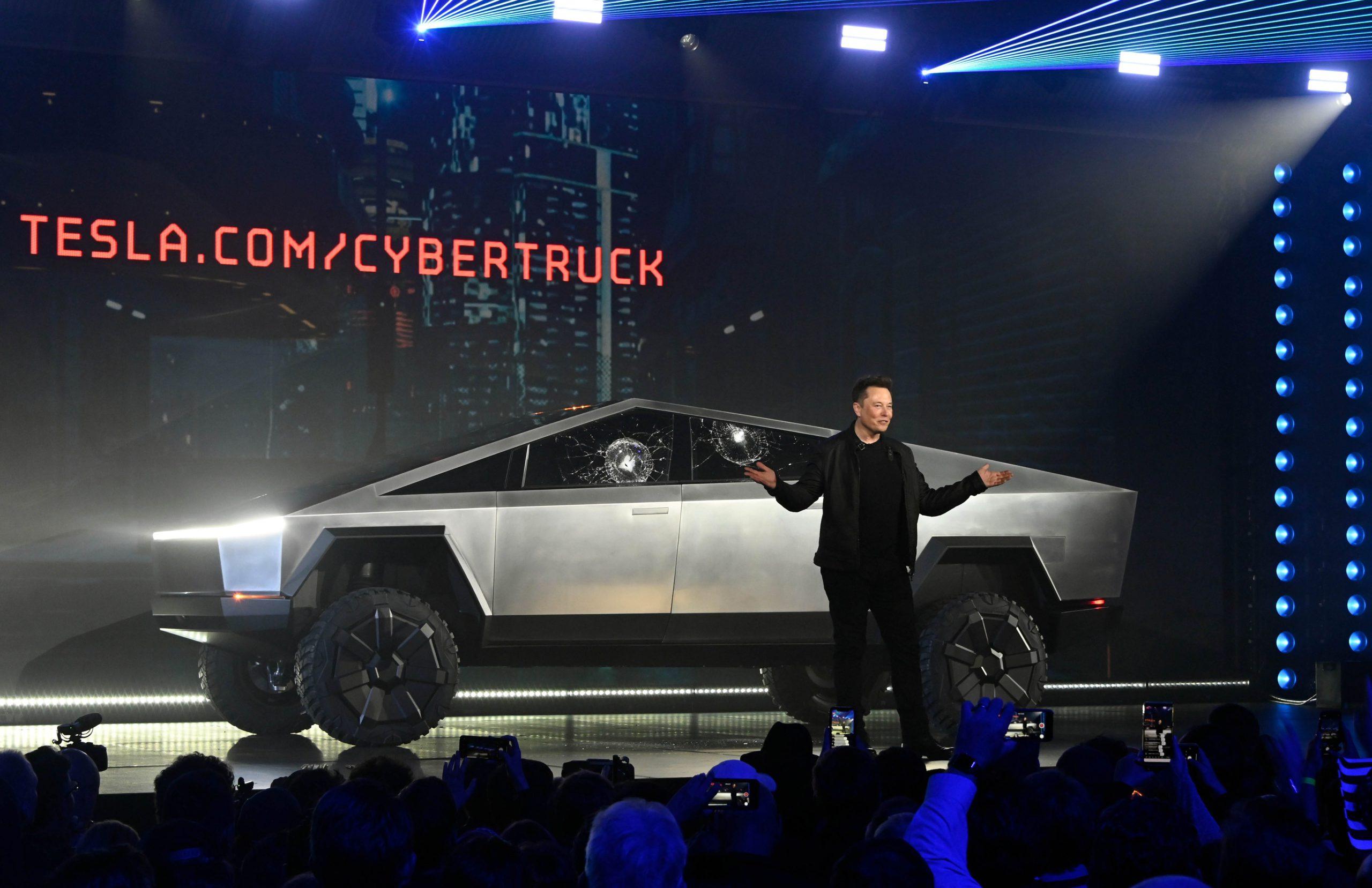 Deux jours seulement après le lancement de son pick-up électrique, Tesla annonce avoir reçu 146.000 commandes. Tandis qu'Elon Musk voit sa valeur nette dégringoler.