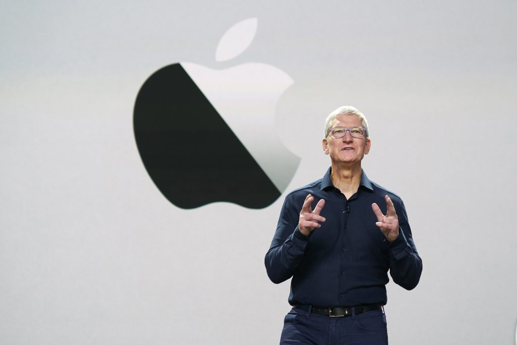 Tim Cook in het Steve Jobs Theater tijdens WWDC2020