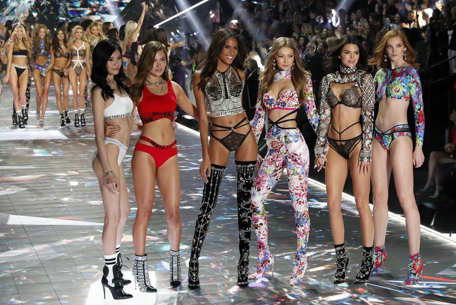 Victime de la baisse d'audience et de critiques en parallèle avec le mouvement #MeToo, le célèbre défilé de lingerie Victoria's Secret n'aura pas lieu cette année.