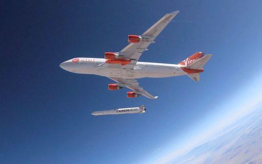 Branson juicht: Virgin Orbit krijgt satellietencontract bij NASA