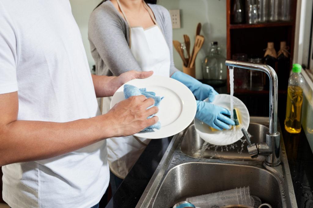 Dit is waarom je de afwas niet moet voorspoelen voordat je het in de vaatwasser stopt