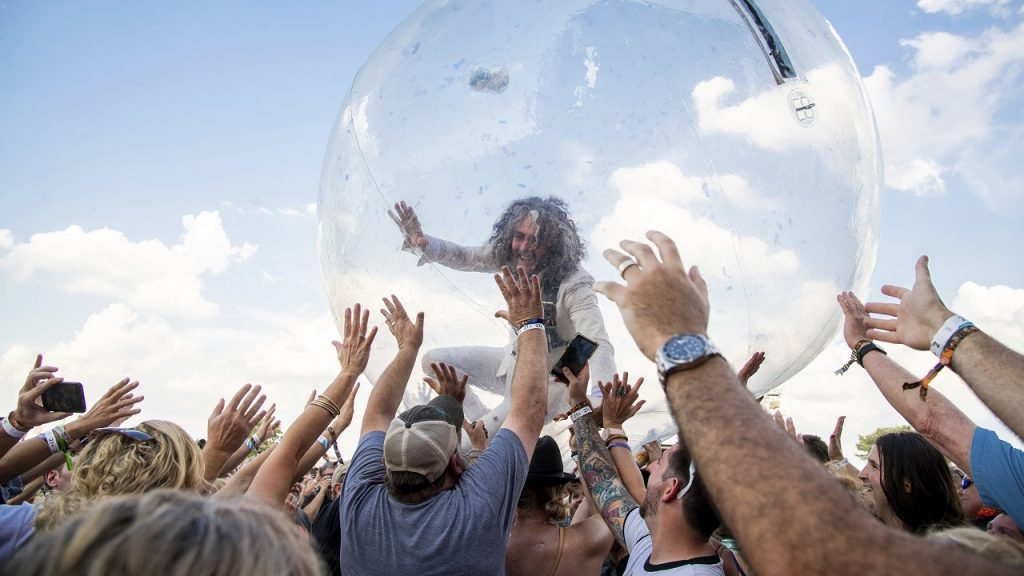 Wayne Coyne The Flaming Lips concert Louisville