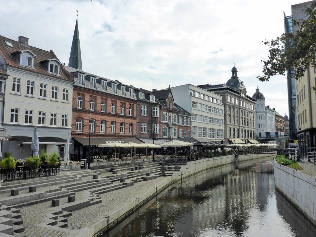 Aarhus, ook City of Smiles genoemd, de gelukkigste stad van Denemarken