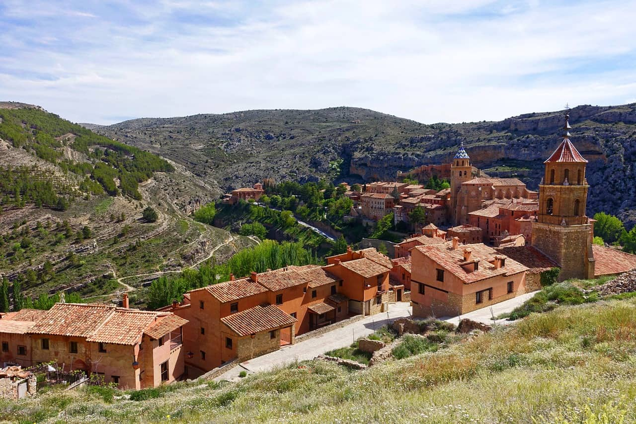 Een roodkleurig dorp in de bergen: het Spaanse Albarracin