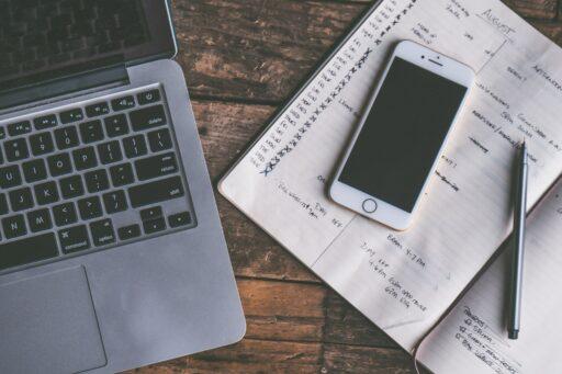Onlinedienst Lusha verkoopt gsm-nummers van BV's, bedrijfsleiders en politici