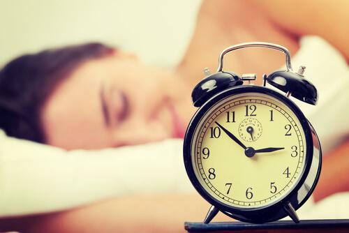 Ben jij altijd moe? De 9 schadelijke gevolgen van te veel slapen