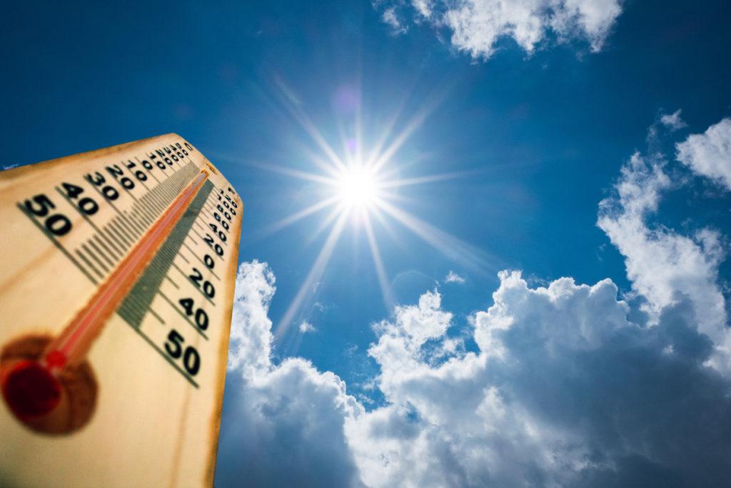 De beste tips om je hoofd en lichaam koel te houden bij warm weer (ook in de menopauze)